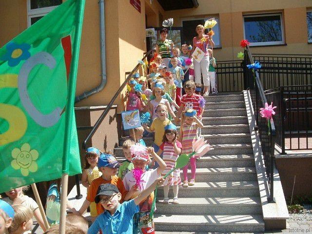 Parada optymistycznych przedszkolaków