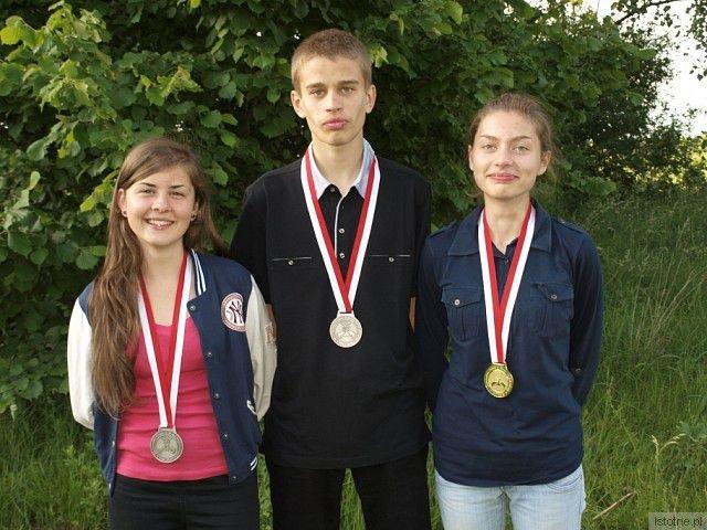 Troje medalistów Mistrzostw Polski (od lewej: Angelika Haniszewska, Bartek Szeliga, Małgosia Szeliga)