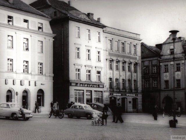 Kamienica w południowo-wschodniej części Rynku, wyburzona w 1974 roku