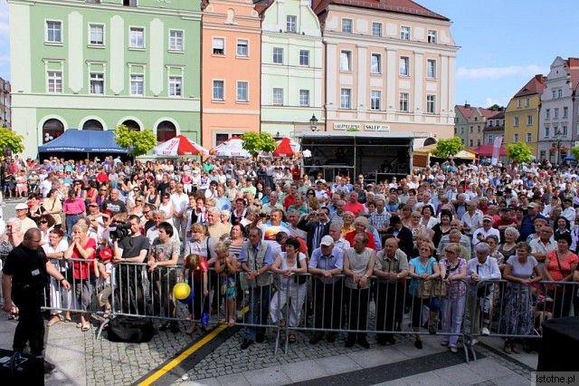 Występy zespołów muzycznych na Festiwalu Kultury Południowosłowiańskiej przyciągnęły tłumy bolesławian