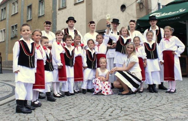 Zespół Pieśni i Tańca Bolesławiec prowadzony przez instruktorkę BOK-MCC Agnieszkę Podłaszczyk w chorwackich strojach