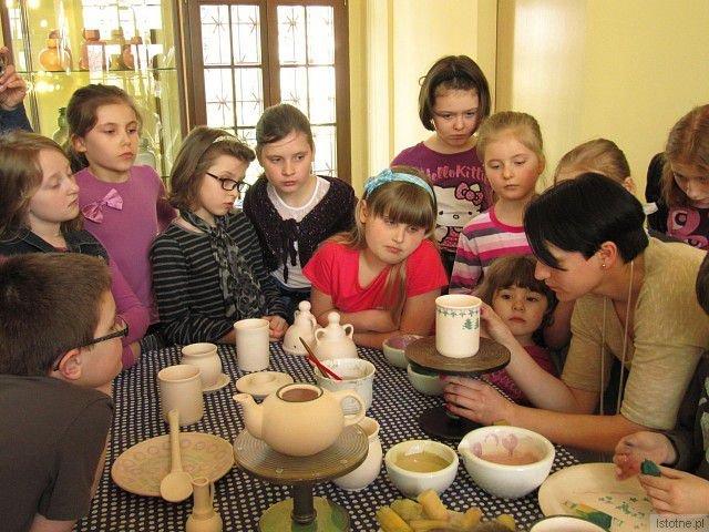 """Zwycięski projekt """"VIA FABRILIS – szlak tradycji rzemieślniczych"""" był realizowany przez Muzeum Ceramiki i upowszechniał tematyczną trasę turystyczną na pograniczu polsko-czeskim"""