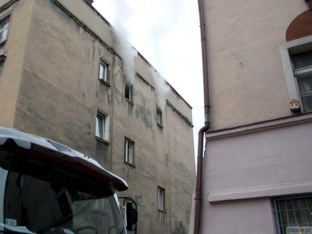 Ogień pojawił się w mieszkaniu przy ul. Karpeckiej 5