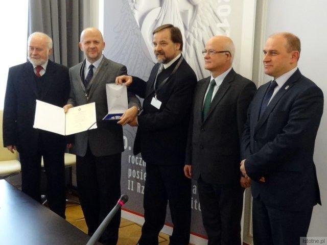 Drugi z lewej: Kornel Filipowicz; w środku: Tadeusz Kupczak