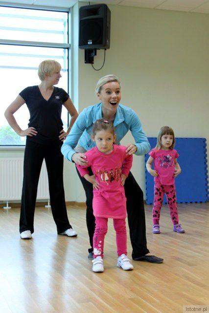 Zajęcia aerobiku dla dzieci od 4 do 6 lat prowadzi instruktorka Agnieszka Podłaszczyk