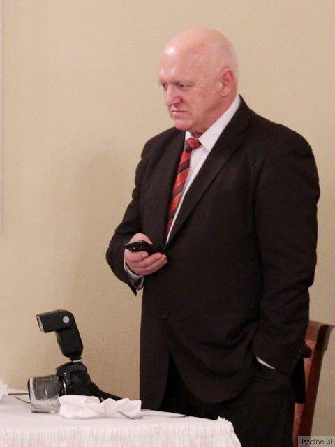 Co sprawia, że Kazimierz Marczewski krytykuje władze i mieszkańców gminy Nowogrodziec?