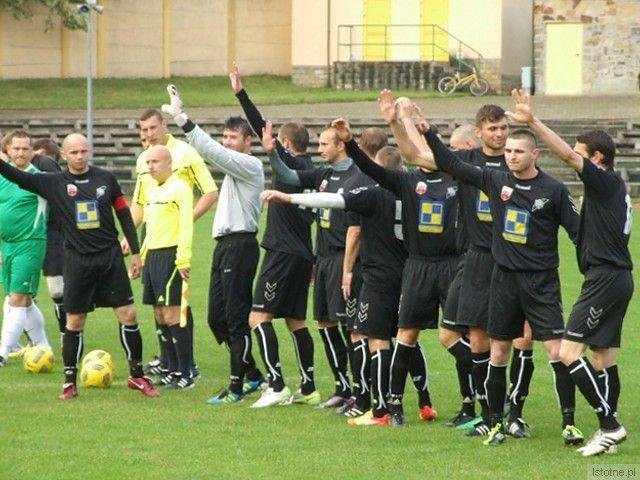 Piłkarze BKS przed meczem z Pogonią Świerzawa