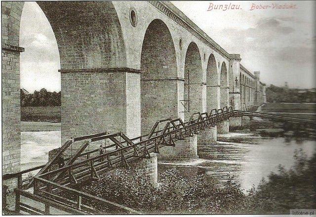 Zlikwidowana w 1947 roku kładka miała 2 metry szerokości i prawie 100 metrów długości