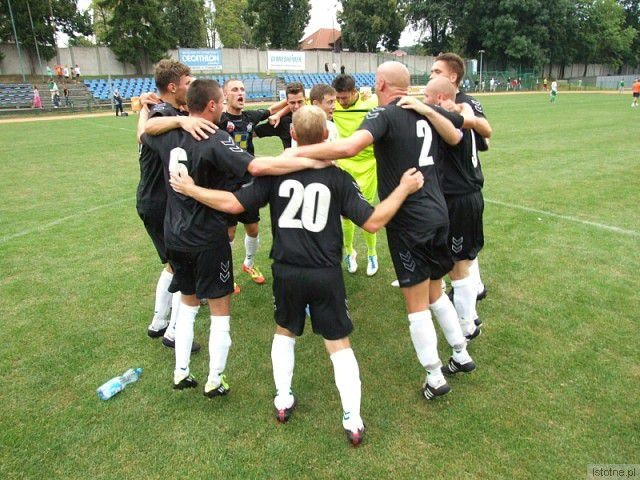 Tak cieszyli się piłkarze BKS po zwycięstwie nad MKS Szczawno Zdrój