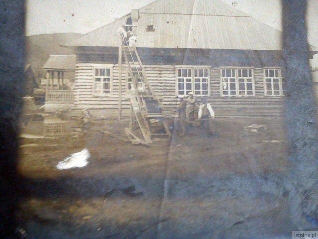 Remont szkoły w Partyzańsku miejscu zesłania Czesławy Kwiatkowskiej z d. Błaszków, ok. 1945 r.