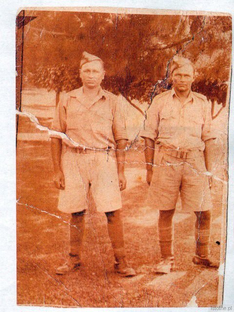 Ojciec Stanisława Marcinkiewicza, Stanisław z kolegą, II Korpus pod dowództwem gen. Andersa lata 1942-1943