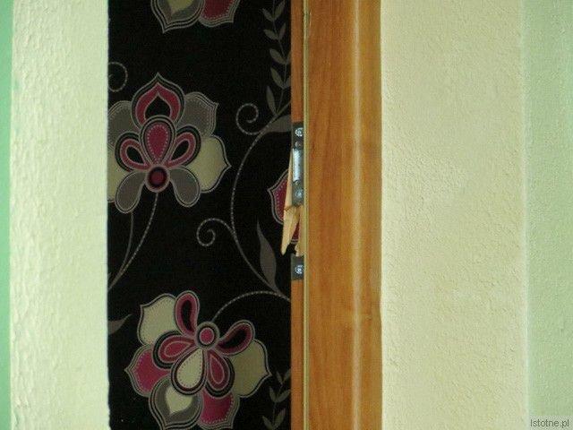 Strażacy wyważyli drzwi do mieszkania