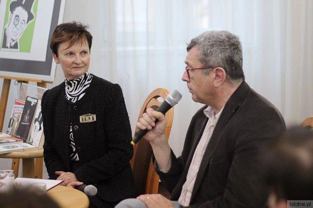 Halina Majewska (Miejska Biblioteka Publiczna w Bolesławcu) i Grzegorz Miecugow (TVN24)