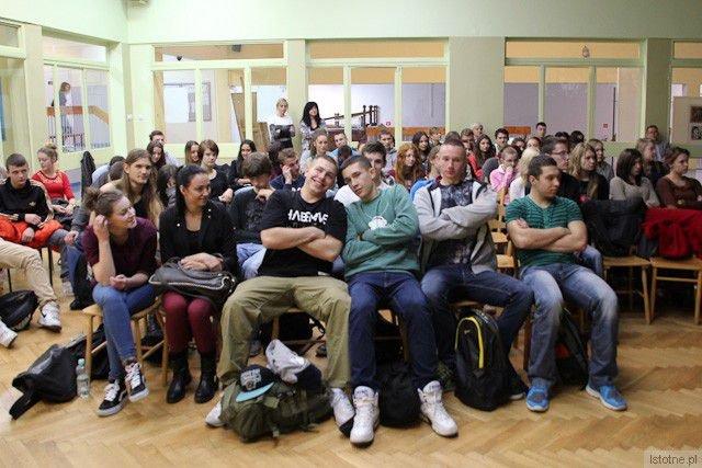 """Uczniowie klas drugich, którzy uczestniczyli w spotkaniu autorki """"Joachima"""""""