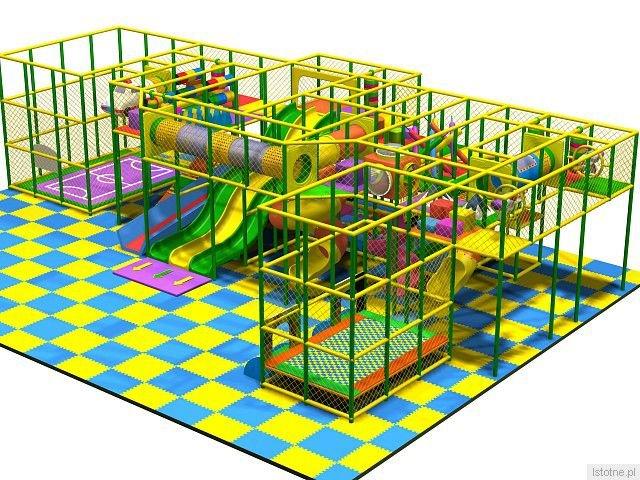 Nowa konstrukcja ma trzy poziomy. Jest wzmocniona tak, by dzieci bawiły się na niej z rodzicami