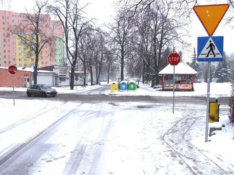 Skrzyżowanie jednokierunkowej ulicy Narutowicza z ulicą Murarską