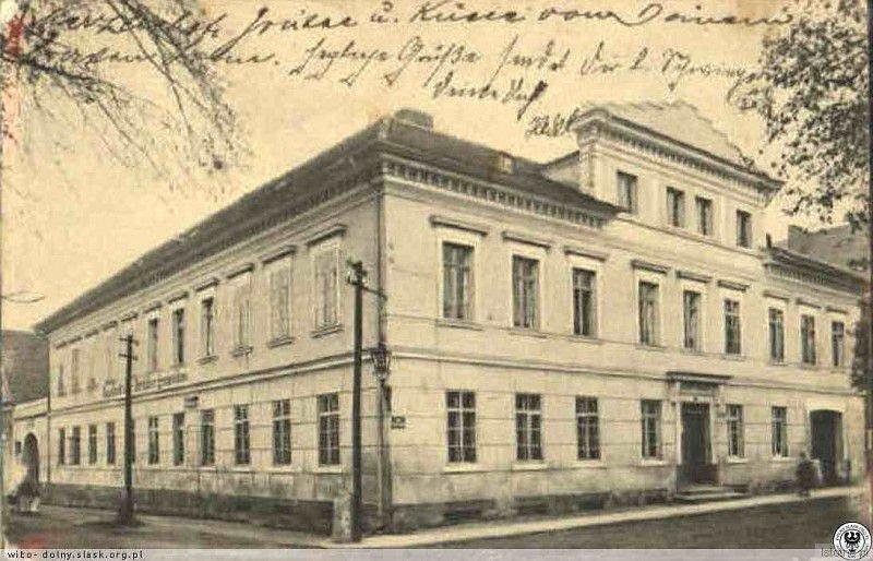 Gospoda Bractwa był to okazały budynek zlokalizowany w okolicach dzisiejszego przystanku MZK w Kruszynie. Uległ zniszczeniu w czasie działań wojennych.