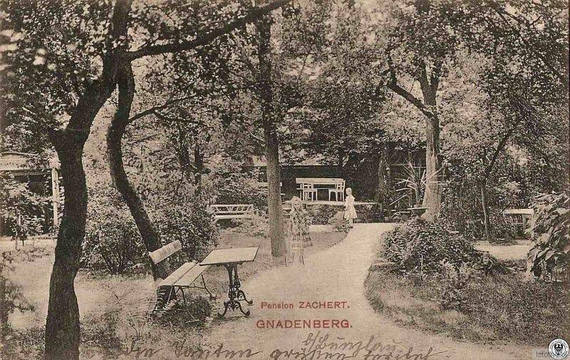 Pensjonat Siostry Zachert znajdował się przy obecnej ulicy Lipowej. Na fotografii widzimy ogród należący do Pensjonatu.