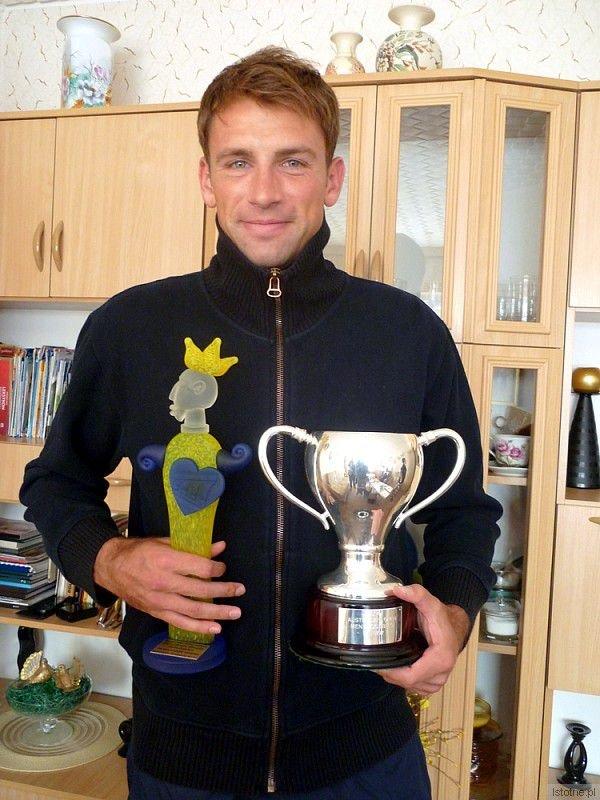 Łukasz Kubot z nagrodami: ze statuetką za promocję Bolesławca i pucharem Australian Open