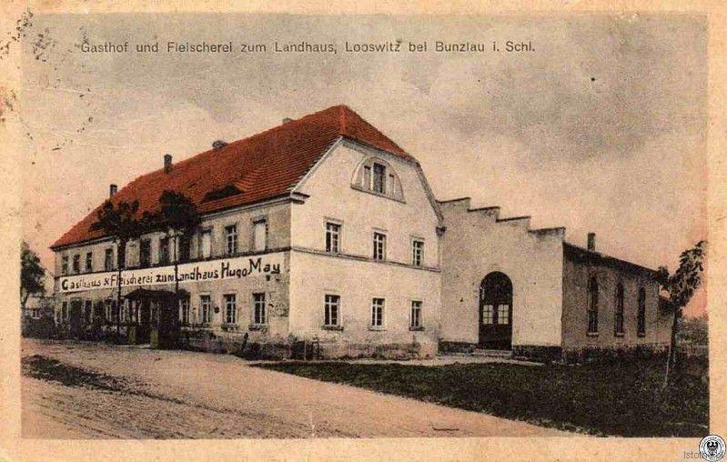 """Na karcie pocztowej z 1910 roku widzimy """"Gospodę u Rzeźnika"""". Obecnie budynek pełni rolę kaplicy NMP oraz funkcję mieszkalną"""