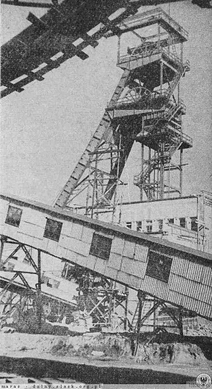 Zdjęcie wykonano pod koniec lat 50. Szyb kopalni Konrad