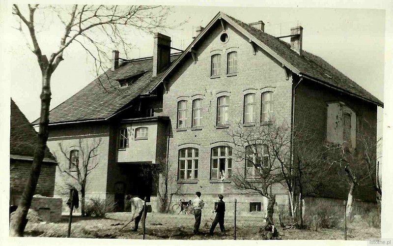 Budynek Szkoły Podstawowej w Kruszynie z 1955 roku