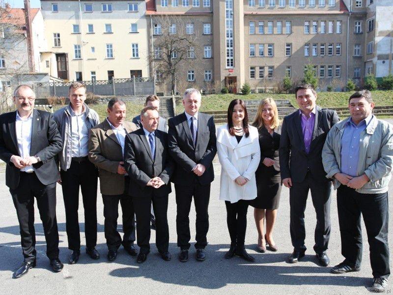 Uczestnicy piątkowej konferencji z wiceministrem Tomaszem Półgrabskim (drugi od prawej)