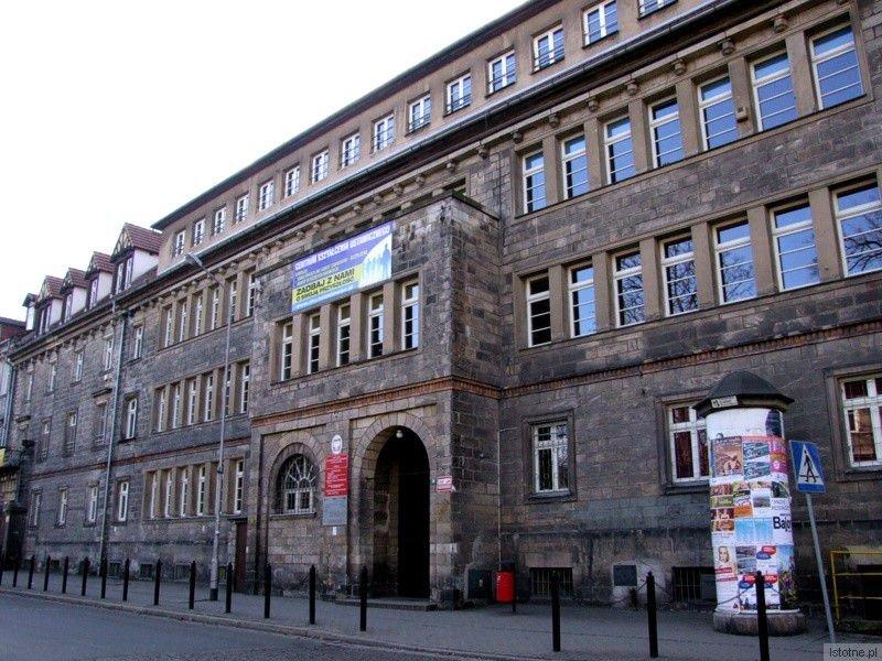 Budynek Zespołu Szkół Ogólnokształcących i Zawodowych w Bolesławcu