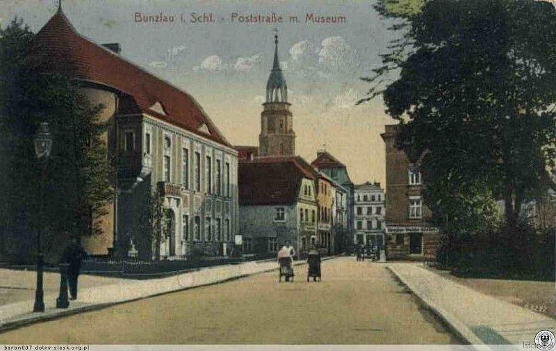 Karta pocztowa prezentująca ulicę w latach 20. XX wieku