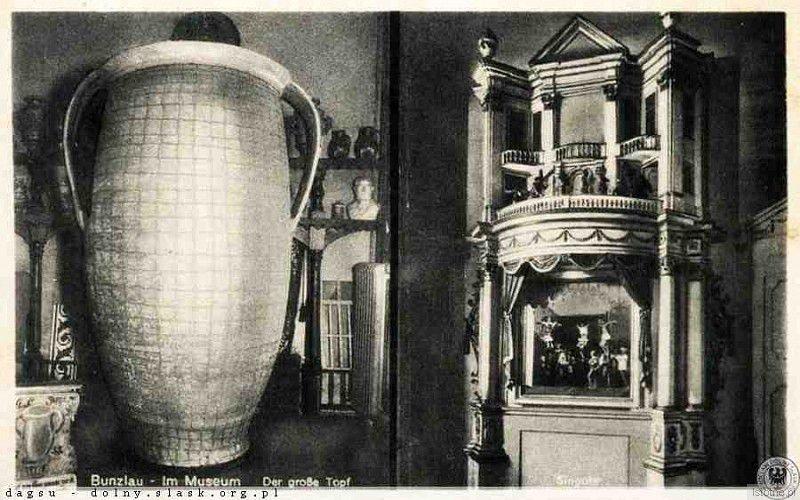 Wielki Garniec na tle innych eksponatów (lata 30. XX wieku)