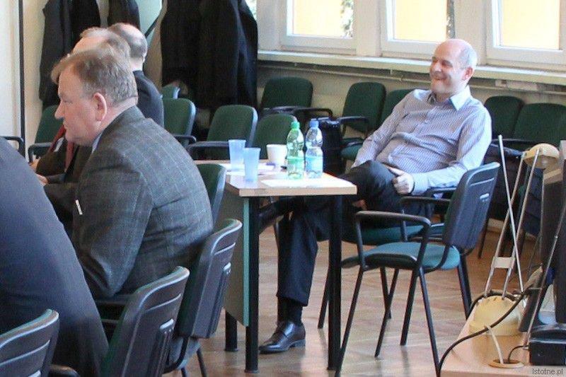Robert Tomczyk na sesji rady powiatu bolesławieckiego