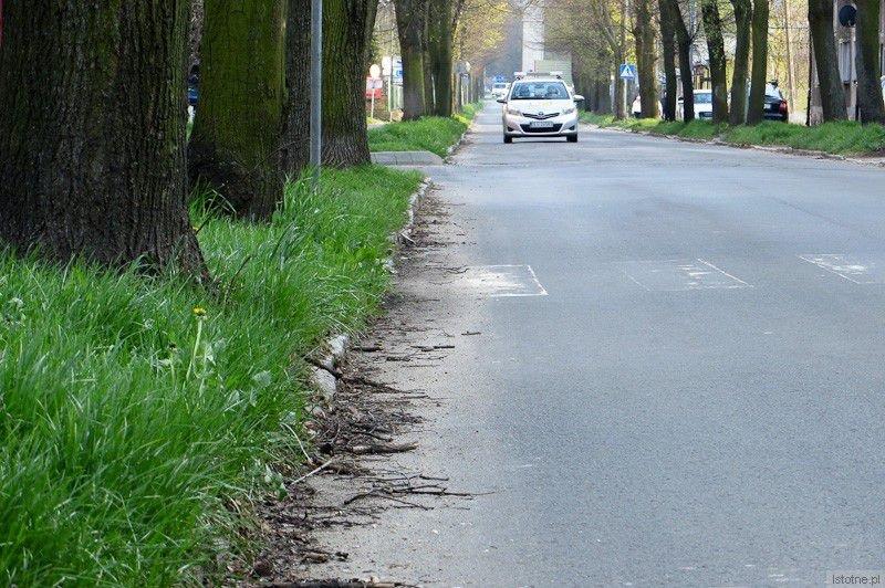 Powiatowa ulica Dolne Młyny. (niedziela, 6 kwietnia 2014)