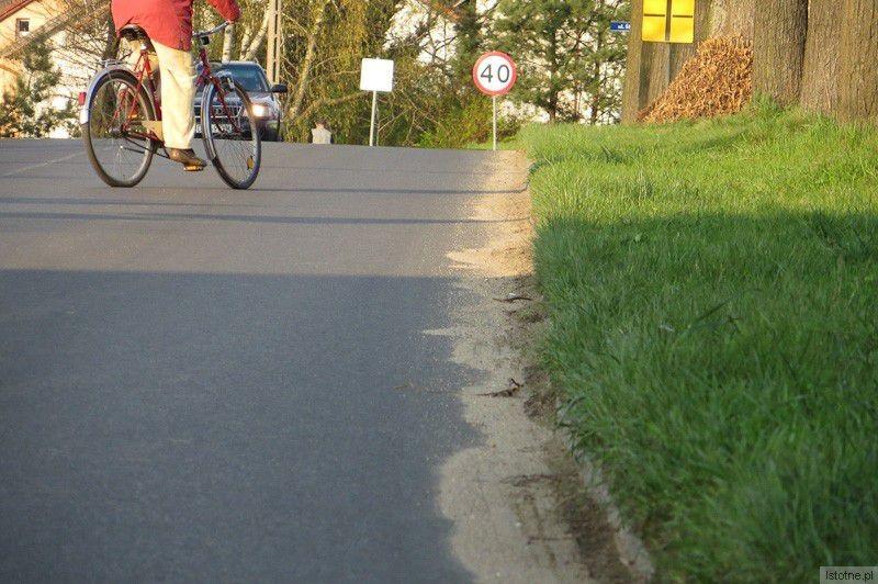 Powiatowa ulica Lubańska. Według starostwa jest czysta (niedziela, 6 kwietnia 2014)