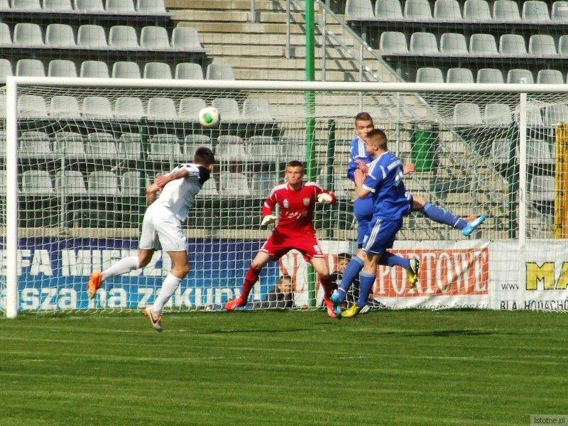 Jacek Bochnia - po tym uderzeniu głową nie dał szans bramkarzowi