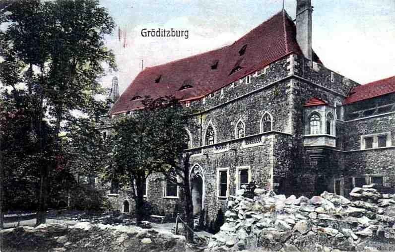 Zamek na pocztówce z pierwszej połowy XX wieku