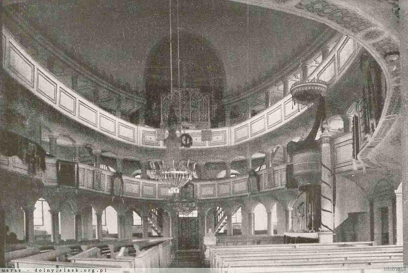 Wnętrze kościoła w latach 20. XX wieku