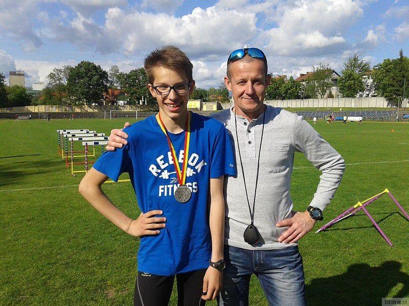 Wiktor Wilk i trener Dariusz Łomański