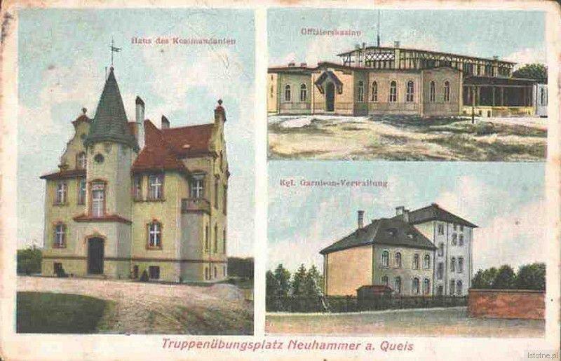 Pocztówka z 1907 roku prezentująca willę komendanta, kasyno oraz budynek administracji