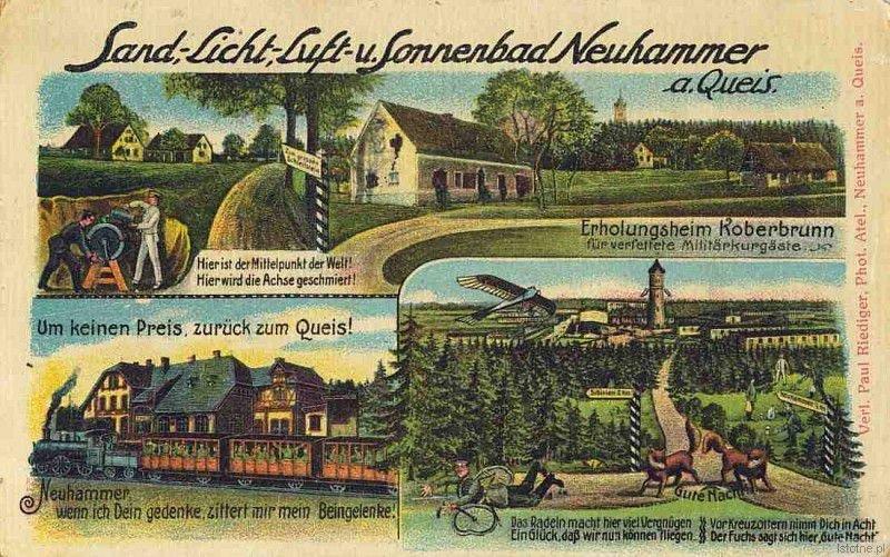 Na pocztówce widzimy nieistniejącą wieś (dziś środek poligonu), stację kolejową oraz wieżę ciśnień