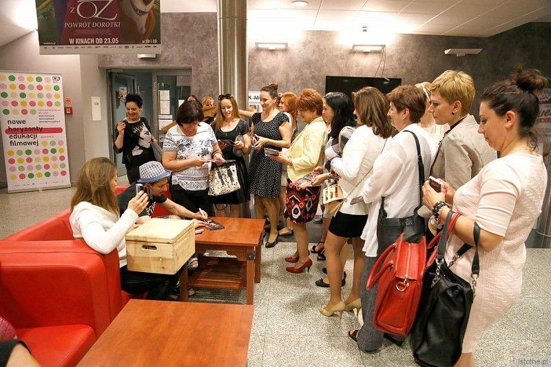 Janusz Radek chwalił nasze miasto, organizatorów koncertu, świetnie wyposażoną salę i profesjonalny sprzęt. Po koncercie rozdawał autografy i rozmawiał z publicznością