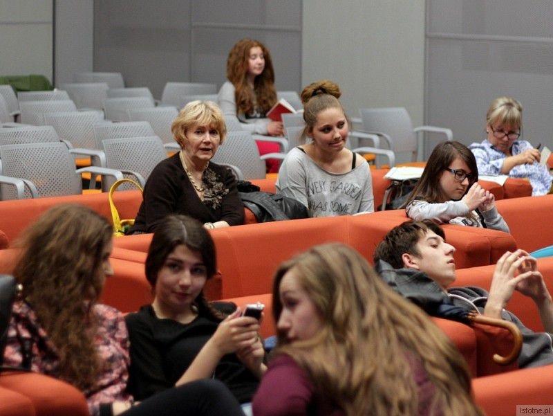 Na warsztaty teatralne w Orle chodzi 30 osób w różnym wieku, wszyscy razem wspaniale się bawią