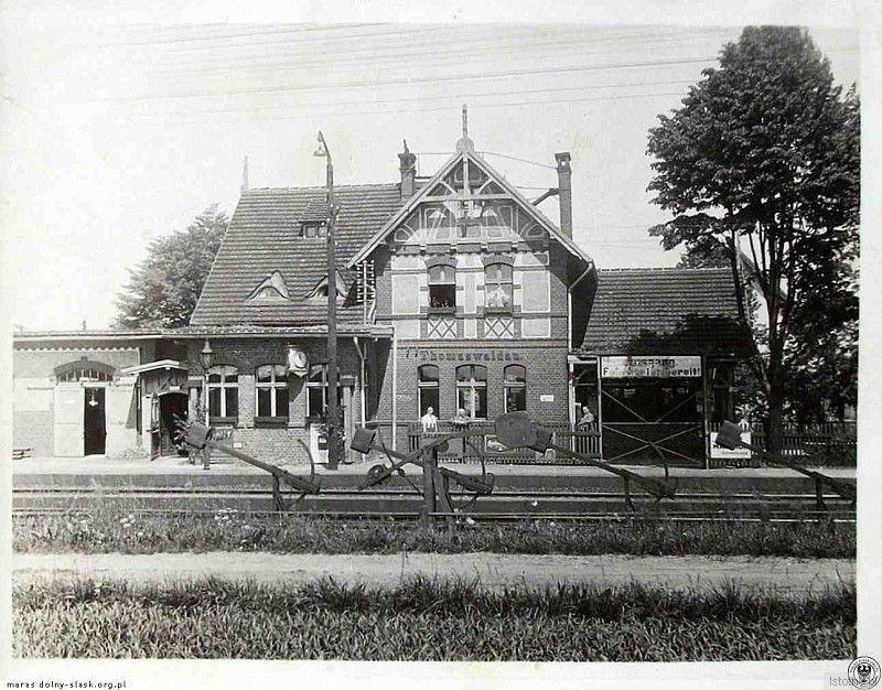 Stacja kolejowa w Tomaszowie Bolesławieckim