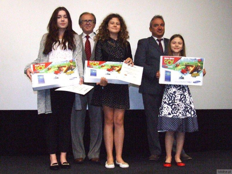 Zdobywczynie pierwszych miejsc (od lewej) Daria Chłopicka (GS nr 2), Julia Klementowska (SP nr 4) i Pola Dorosz (SP nr 5)