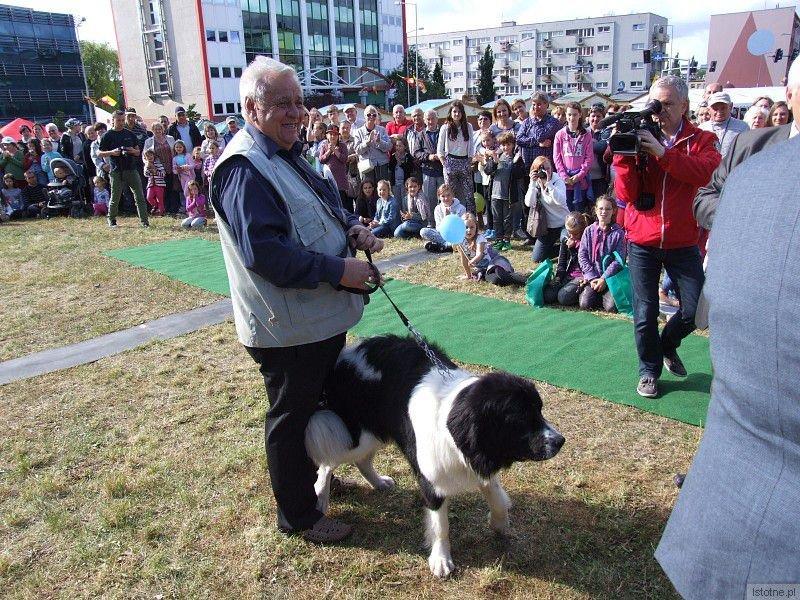 Pies Fiona i jego właściciel Marian Ciesielski