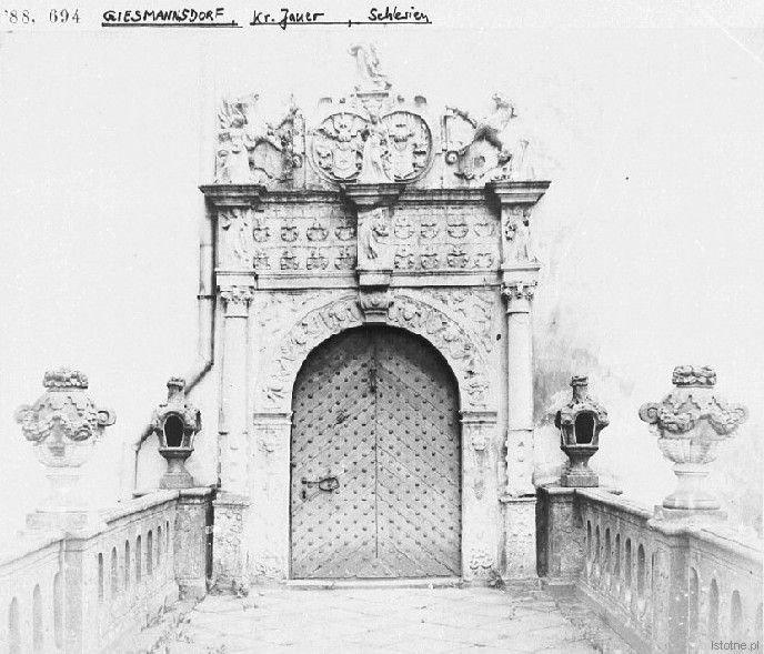 Portal pałacu w Gościszowie