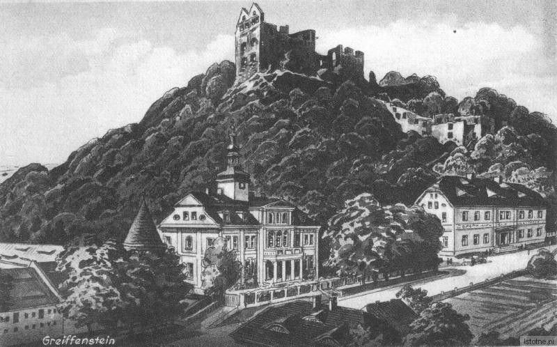 Pocztówka prezentuje ruiny zamku, zespół pałacowy oraz hotel na przełomie XIX i XX wieku
