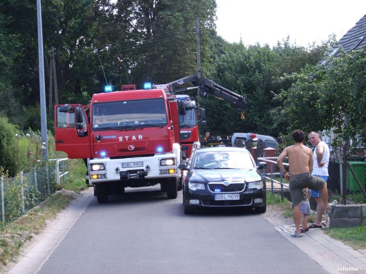 Samochód wjechał w dom w Łaziskach