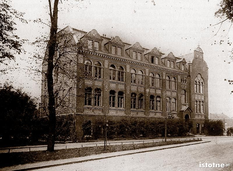Zawodowa Szkoła Ceramiczna założona w 1897 roku