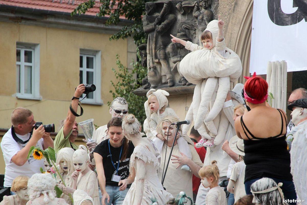 Parada Glinoludów