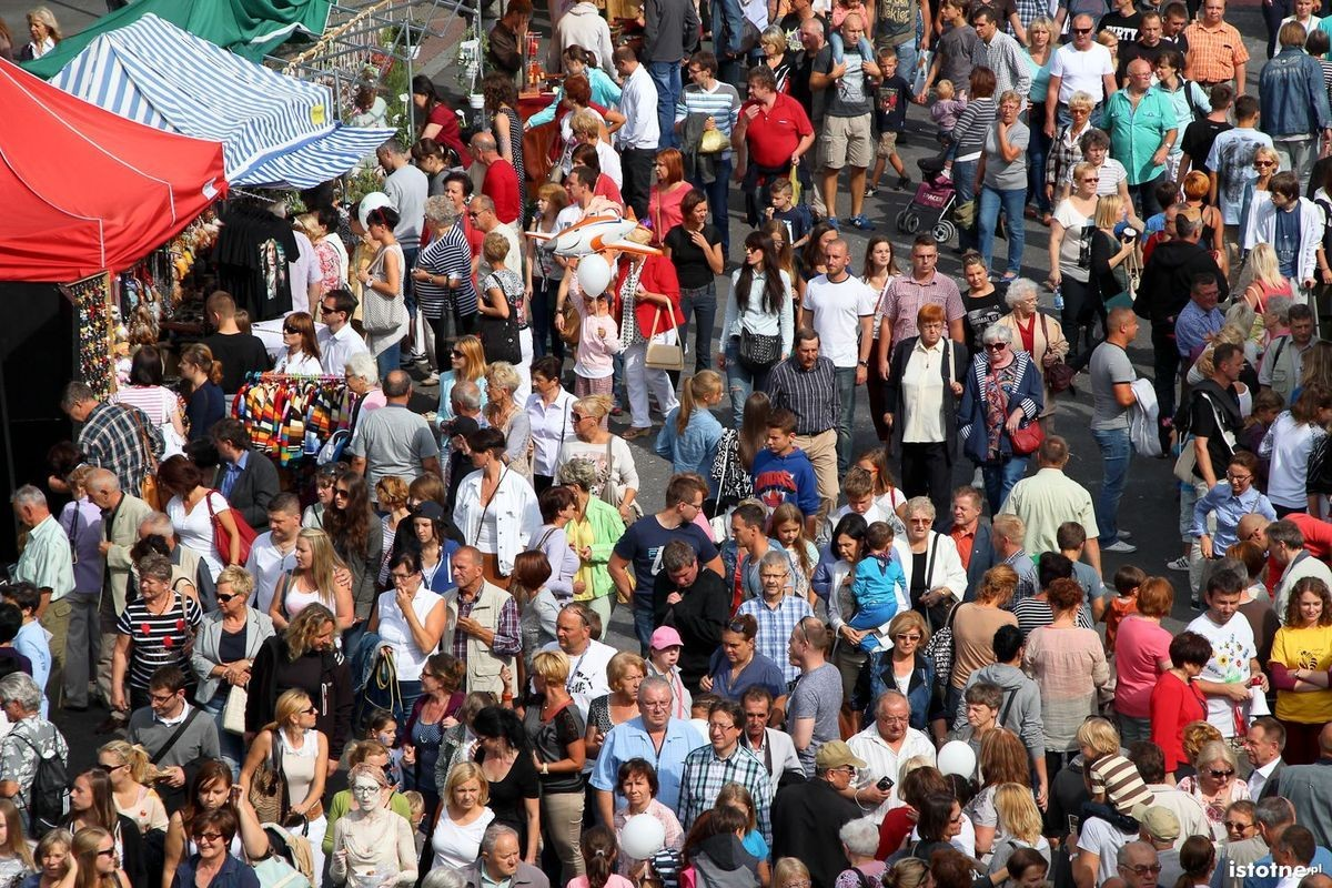Mieszkańcy idący w paradzie